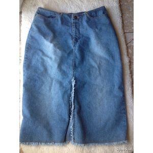 Vintage fray hemline knee length Denim skirt 4-6
